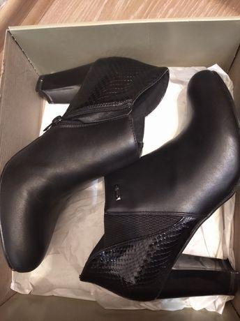 Czarne botki w rozmiarze 39
