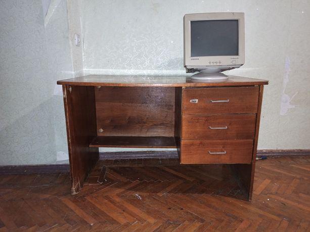 Продам даром письменный стол