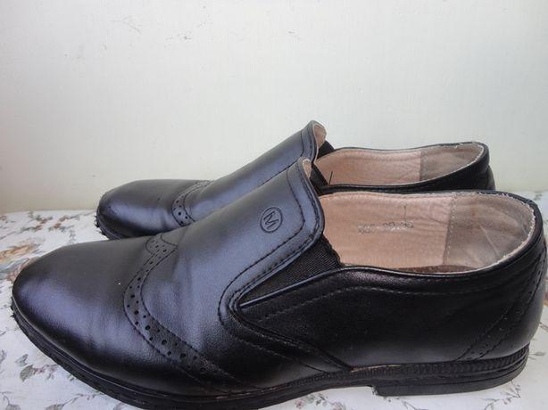 Продам туфли для мальчика 35 размера