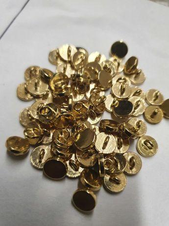 Guziki złote metal na stopce 7 mm koszulowe