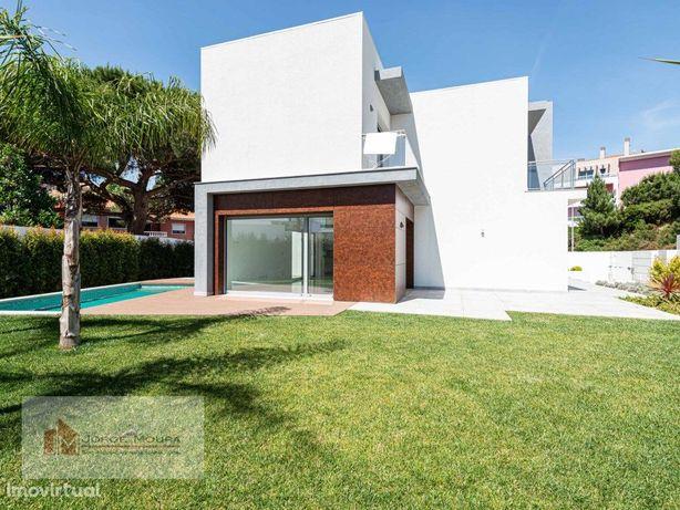 Moradia Nova T4 com piscina no Estoril
