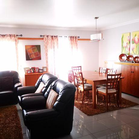 Apartamento T3 em Talaíde