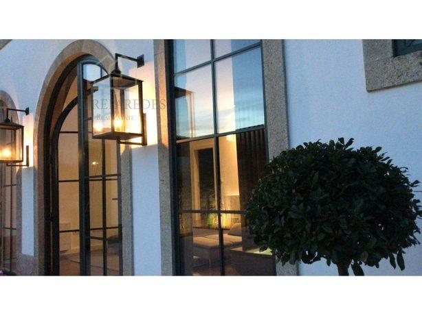 Apartamento T0 de alto padrão, mobilado, closet, jardim e...