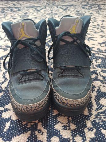• кросівки Jordan