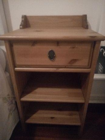 2 mesas de cabeceira em madeira + 1 cómoda