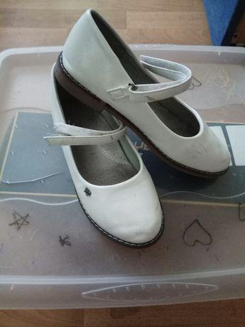 Туфли для девочки 34 размер в хорошем состоянии