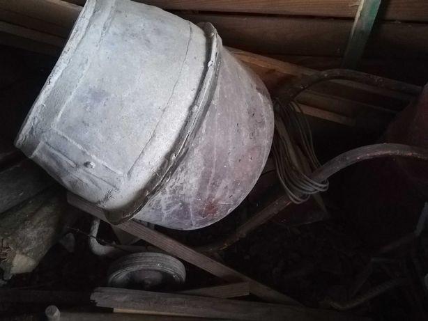 Betoniarka pojemność jedne taczki zasilana 230v