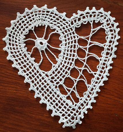 Serce na szydełku rękodzieło dekoracja