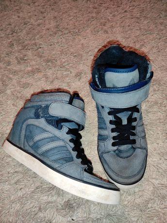 Снікерси ,кроси,зимові чоботи Adidas