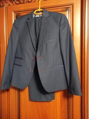 Класичний костюм по ціні брюк на підлітка в ідеальному стані