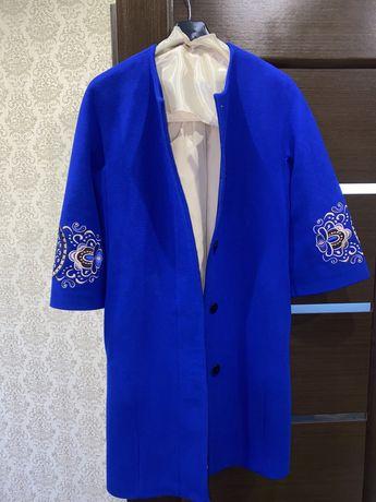 Продам женское пальто весна-осень