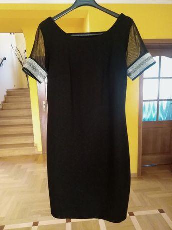 Sukienka czarna z ozdobnymi paskami