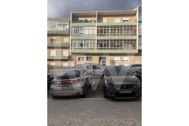 Apartamento T2 - Junto á Estação da CP Mercês - Mem Martins - Sintra