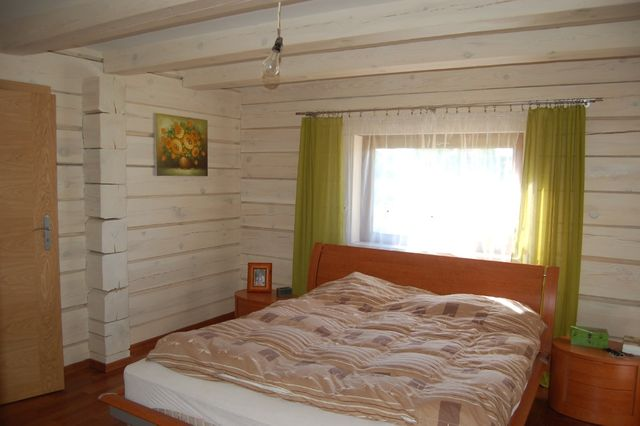 łóżko sypialnia + 2 szafki ( z drewna)