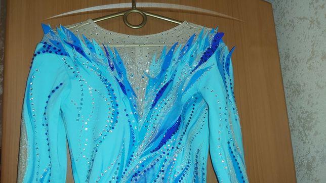 Новое платье для выступлений по фигурному катанию.