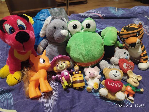 Мягкие и пластиковые игрушки