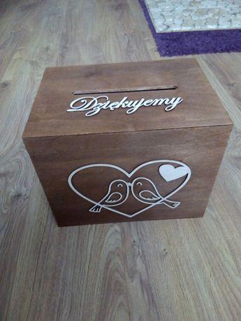 Drewniany kuferek na koperty
