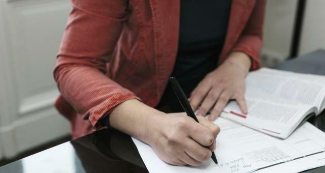 Pomoc w pisaniu pism , podań oraz wypełniania wniosków