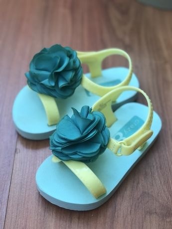Сандалии Пинетки: кеды туфельки кроссовки кроксы ботинки Next zara H&M