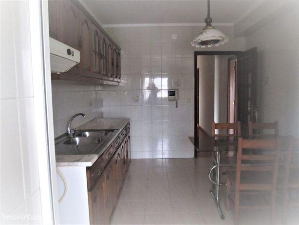 Apartamento T2 Arrendamento em São João da Madeira,São João da Madeira