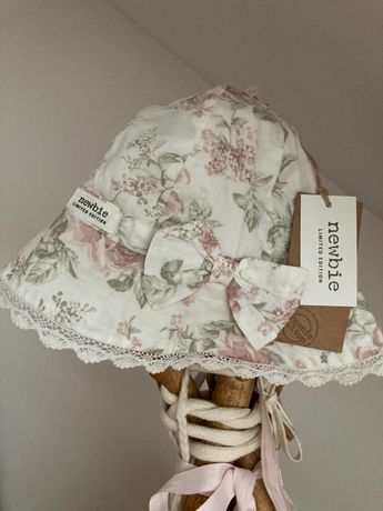 Newbie kapelusz Limited Edition róże 48-50