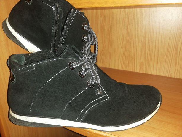 Жіноче взуття/одяг