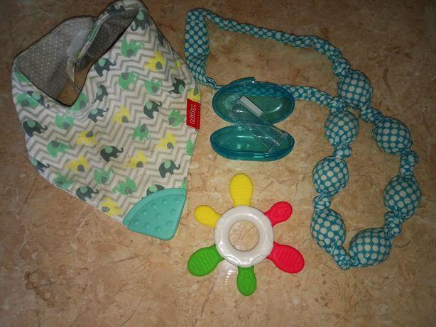 Для малыша набор необходимых вещей.