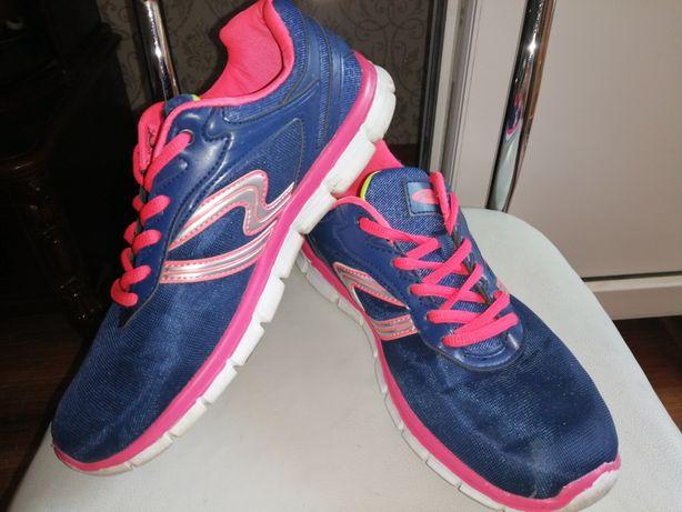 Женские кроссовки из Германии