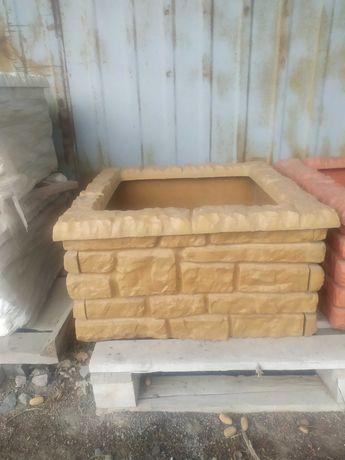Декоративний бетонний квітник