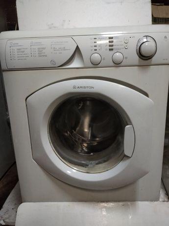 продам стиральную машину ARISTON (МОДЕЛЬ AVL 100R)