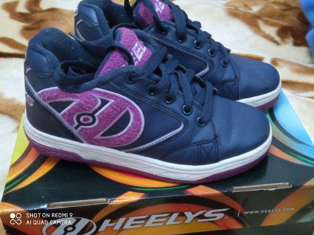 Heelys 33р,кроссовки с колёсиками.