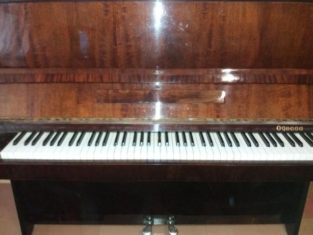 """ЦЕНА СНИЖЕНА!! Продам полированное пианино """"ОДЕССА"""" коричневое б/у"""