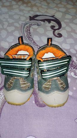 Продам кросівки на хлопчика