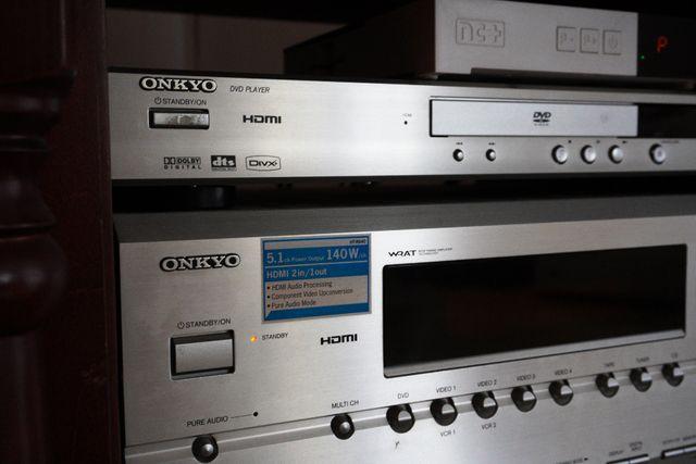Amplituner ONKYO HT-R640 + zestaw głośników