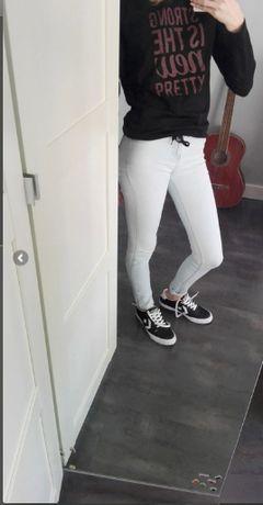 Bershka jeansy spodnie z wysoki stanem