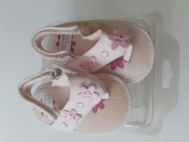 Sandałki dziewczęce białe
