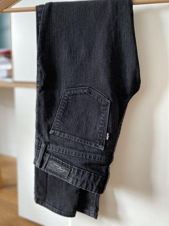 Czarne rurki Levi's W24L30
