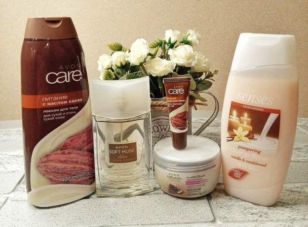 Набір із п'яти продуктів від бренду Avon.