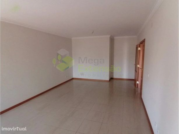 Apartamento T3, em condomínio fechado no Bombarral