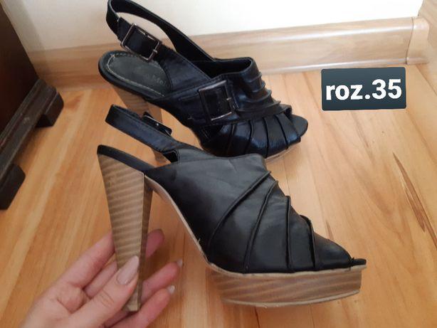 skórzane czarne buty na obcasie