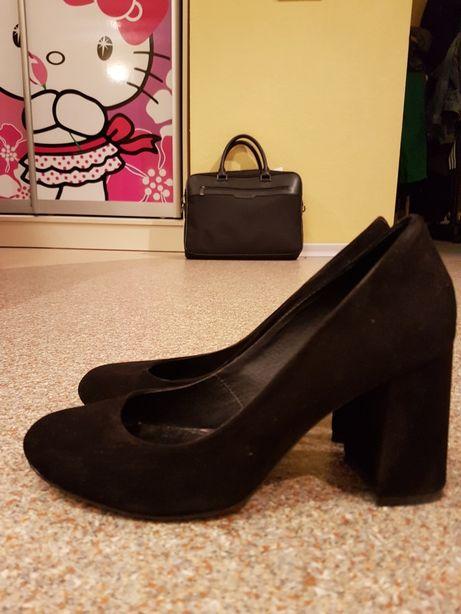 Туфли  на каблуке замшевые.38р.