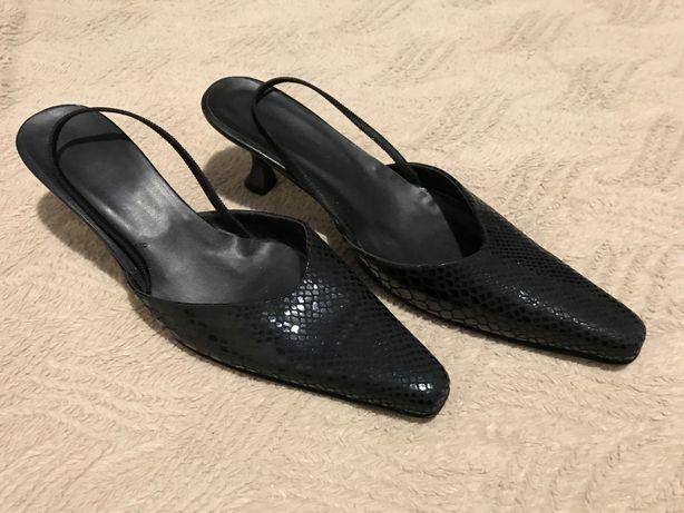 Nowe buty ze skóry węża