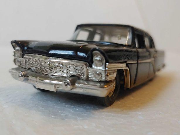 Масштабная модель автомобиля Чайка газ-13 1:43 made in USSR