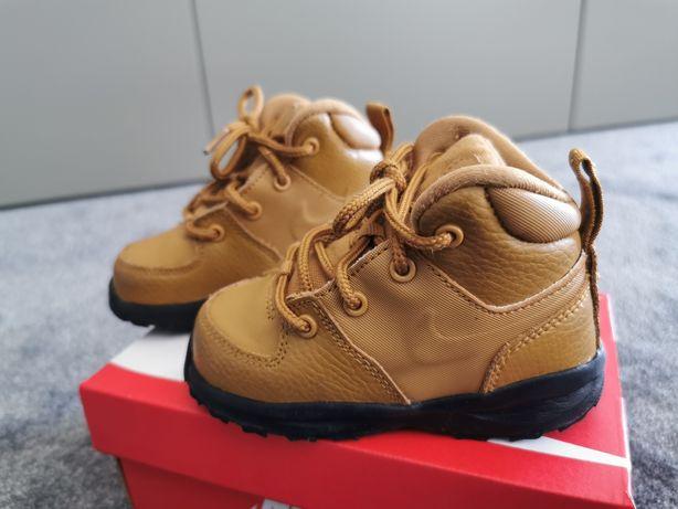 Buciki Nike r22