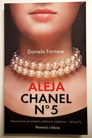 Aleja Chanel nr 5, Daniela Farnese