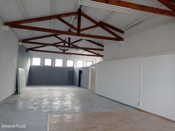 Espaço Comercial com 142m2 como novo no Carrascal em Sintra