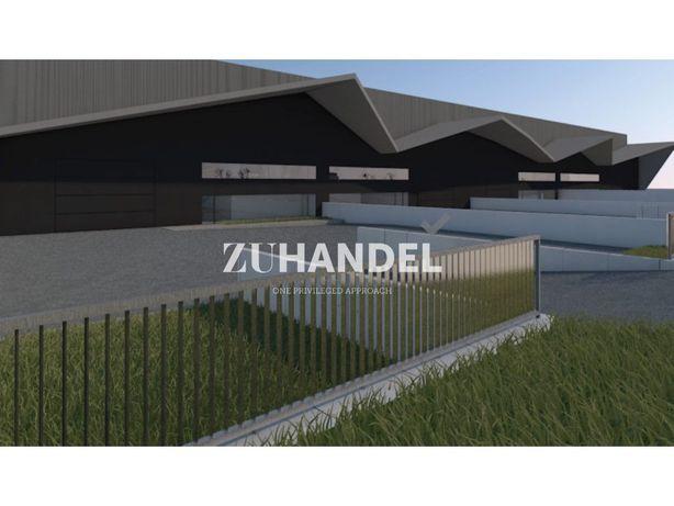 Espetacular Pavilhão com 3900 m2 na Zona Industrial de Ta...