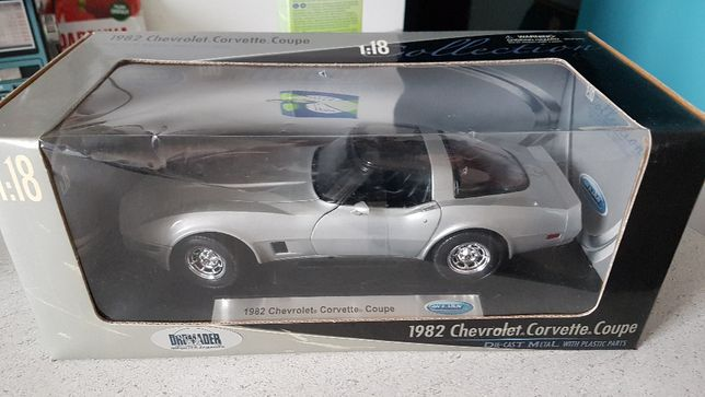 Chevrolet Corvette coupe 1982 1:18 Welly