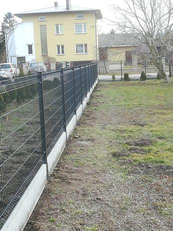 Montaż ogrodzeń panelowych.