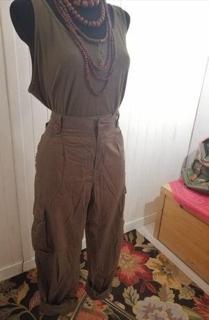 Spodnie khaki, bojówki 44